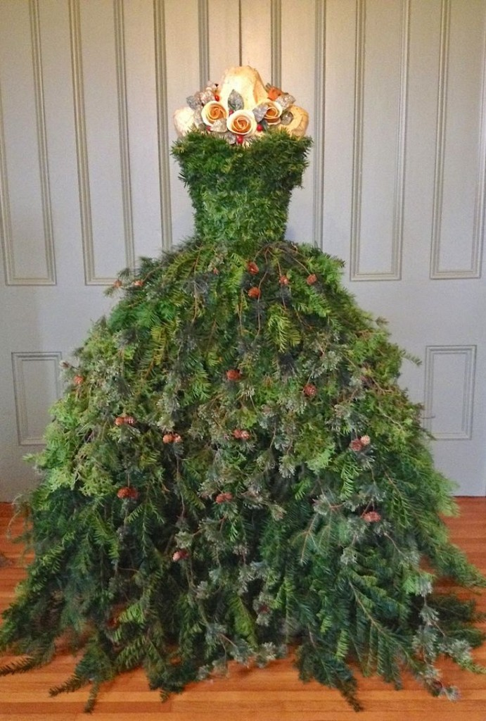 Dress Form Christmas Tree.Dress Form Christmas Tree Skirt