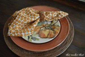 cloth-napkins-on-plates-This-Makes-That-1024x681