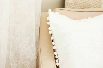 15-Minute-Pom-Pom-Pillow-5