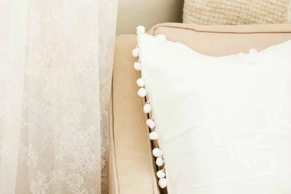 15-Minute-Pom-Pom-Pillow-5